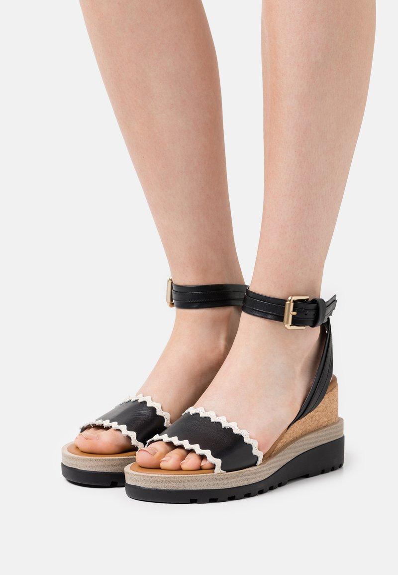 See by Chloé - ROBIN - Sandály na platformě - black