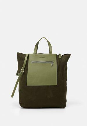 PALMA - Shoppingveske - green
