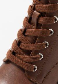 Anna Field Wide Fit - Kotníkové boty na platformě - cognac - 2