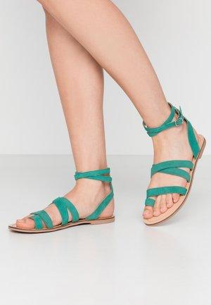 FUEGO - Sandály s odděleným palcem - green