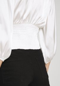 Abercrombie & Fitch - CHASE BLOUSE - Blouse - cream - 4