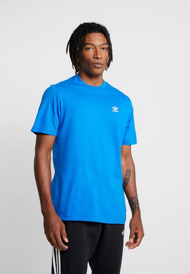 ADICOLOR ESSENTIAL TEE - T-shirt imprimé - bluebird