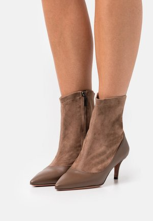 SARA  - Classic ankle boots - fango