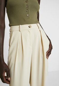 Vero Moda Tall - VMCOCO WIDE PANT - Trousers - oyster gray - 5
