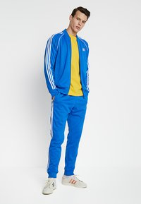 adidas Originals - SUPERSTAR ADICOLOR SPORT INSPIRED TRACK TOP - Träningsjacka - blue bird - 1