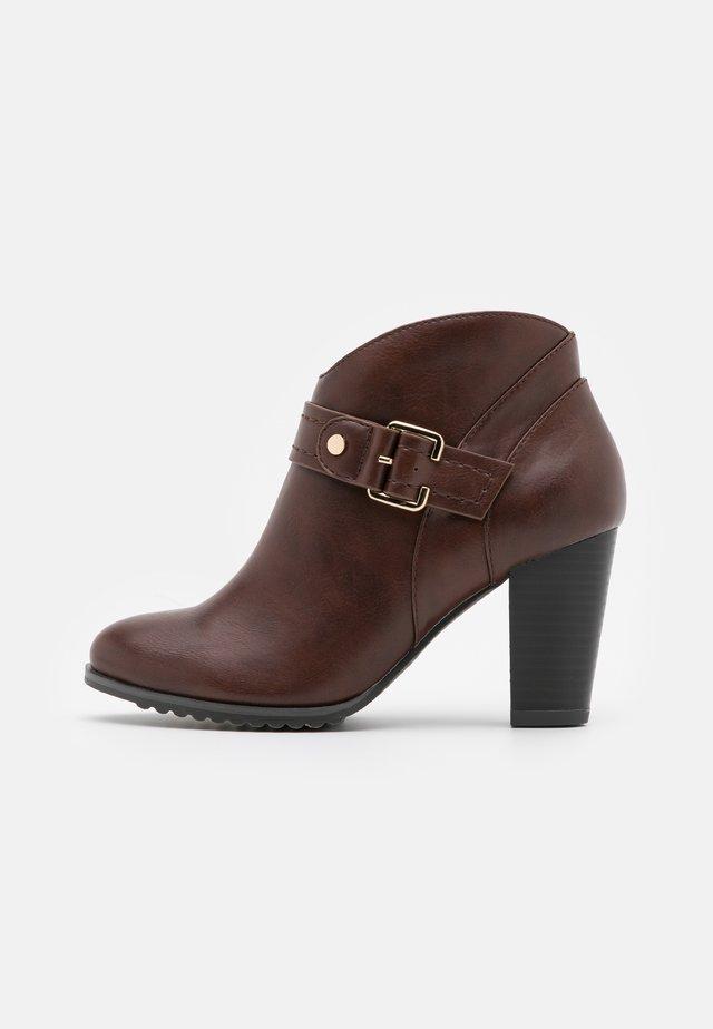 ADALINE - Ankle boot - cognac
