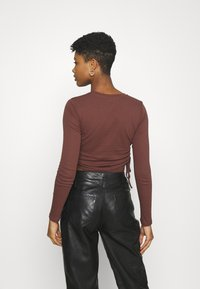 BDG Urban Outfitters - RUCHED  - Long sleeved top - choc - 2