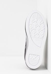 Converse - CHUCK TAYLOR ALL STAR PLATFORM - Sneakers hoog - black/white - 5