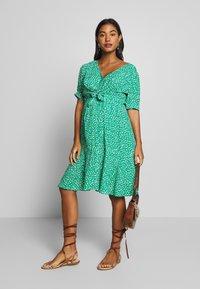 Seraphine - DAFFODIL TIE FRONT DRESS - Sukienka letnia - green - 1