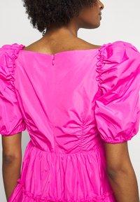 Cinq à Sept - RADLEY DRESS - Jurk - acid pink - 5