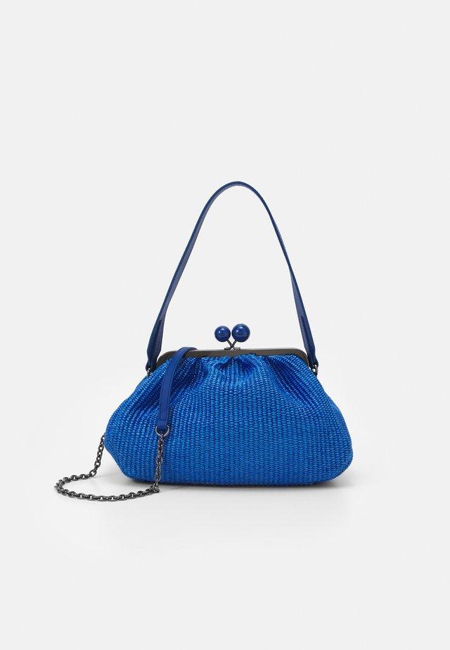 Pochette - lichtblau