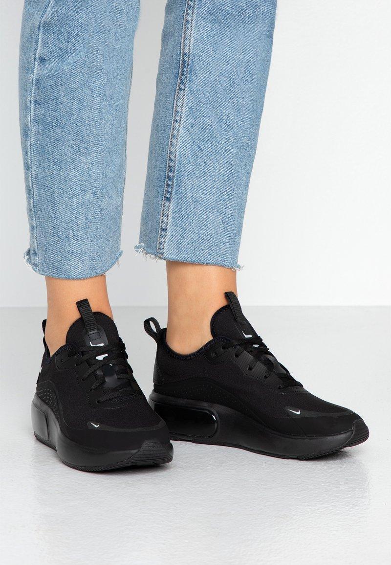 Nike Sportswear - AIR MAX DIA - Sneaker low - black/metallic platinum