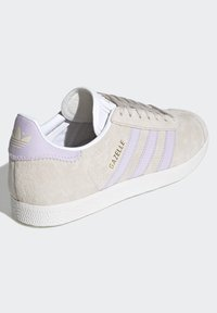 adidas Originals - GAZELLE SHOES - Trainers - brown - 3