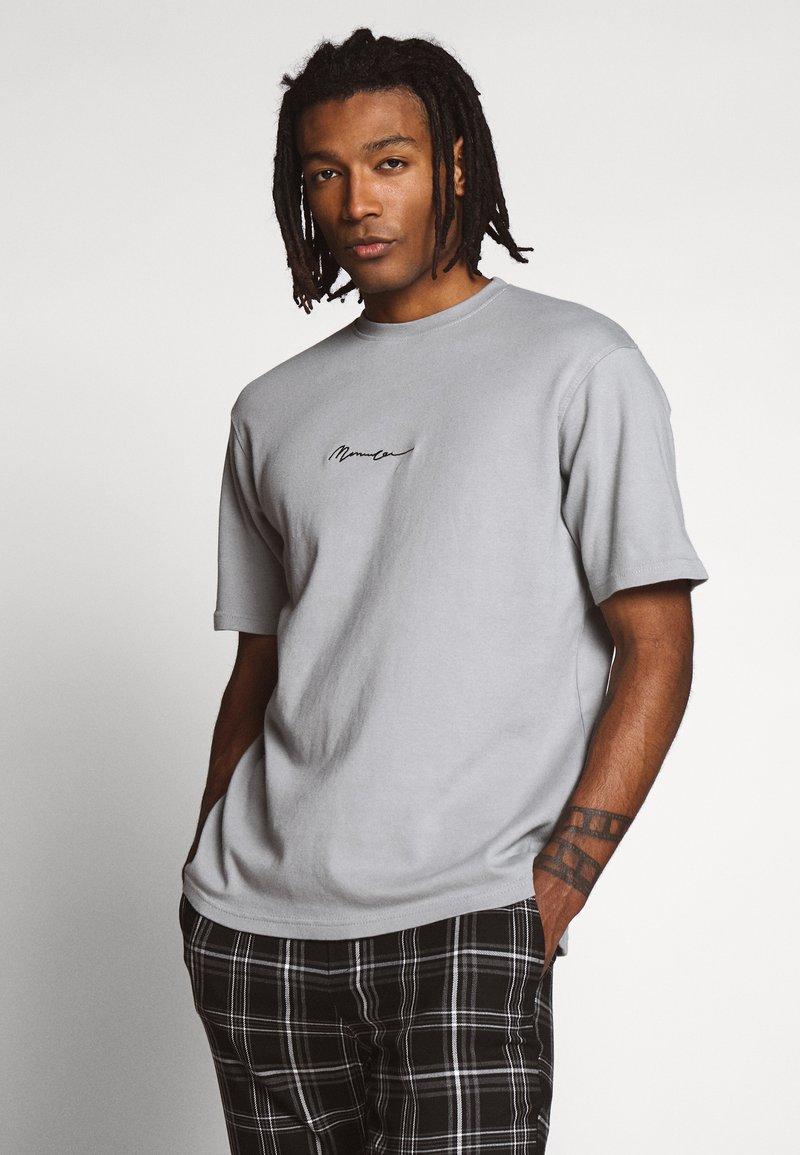 Mennace - ESSENTIAL REGULAR RELAXED SIG TEE UNISEX - Basic T-shirt - slate grey