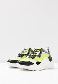 Steve Madden - ANTONIA - Sneakers - neon yellow - 4