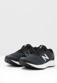 New Balance - 520 V6 - Neutrální běžecké boty - black - 2