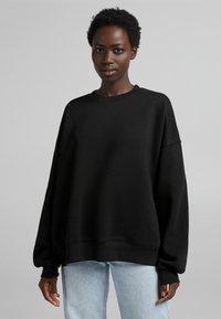 Bershka - OVERSIZE  - Sweatshirt - black - 0