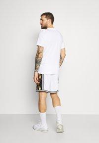Nike Performance - DRY DNA SHORT - Short de sport - white/saturn gold - 2