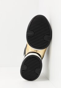 MICHAEL Michael Kors - OLYMPIA TRAINER - Sneakersy niskie - black/pale gold