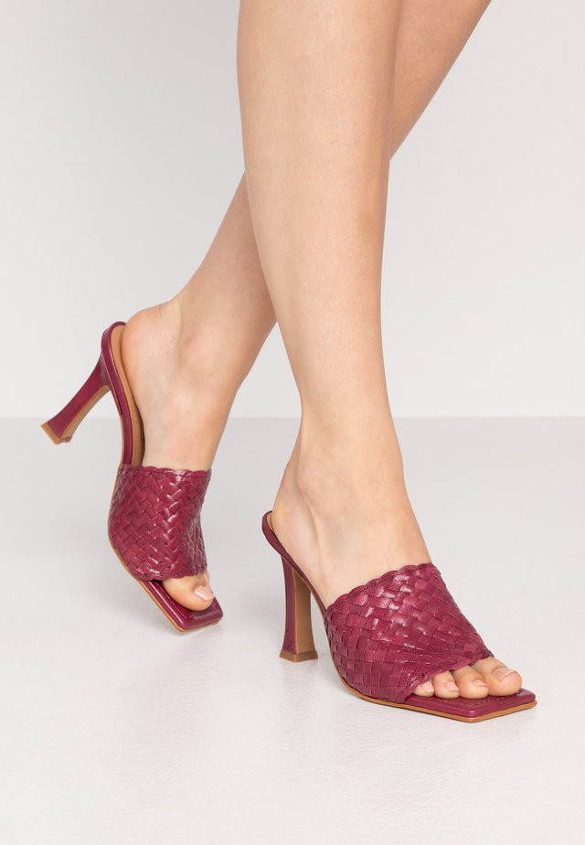 LUCETTE - Heeled mules - trenzado mino