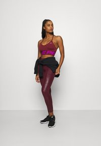 Nike Performance - INDY PRO MIRAGE BRA - Sport BH - dark beetroot/vivid purple/metallic silver - 1