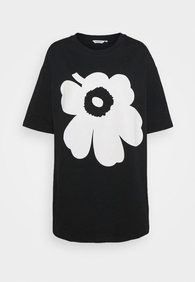 KIOSKI ISOH UNIKKO PLACEMENT - Printtipaita - black/off white