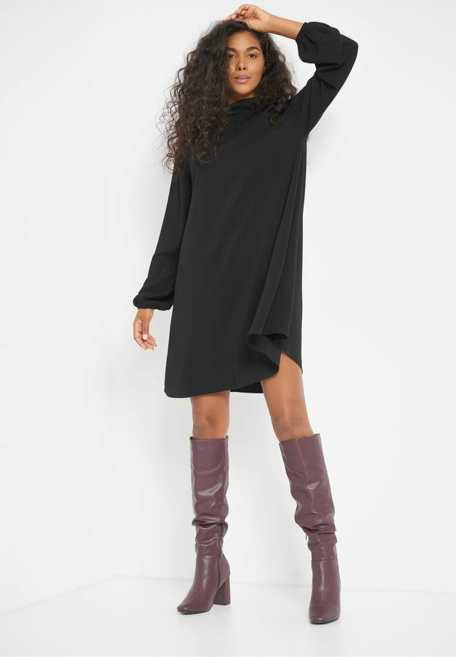 MIT STEHKRAGEN - Day dress - schwarz