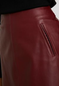 Selected Femme - SLFNINI SKIRT - Leather skirt - cabernet - 3