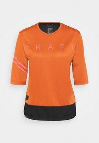 Craft - CORE OFFROAD  - Print T-shirt - terracot/black - 3