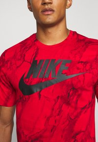 Nike Performance - TEE - T-shirt con stampa - university red - 4