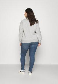 ONLY Carmakoma - CARFLORIA LIFE SKINNY  - Jeans Skinny Fit - medium blue denim - 2