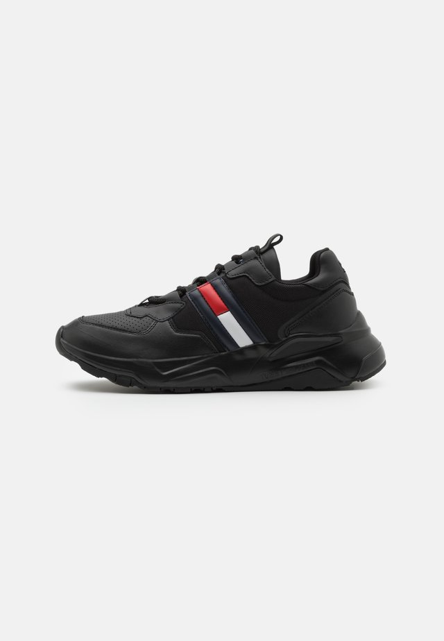 CHUNKY TECH RUNNER - Sneakersy niskie - black