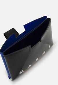 Marni - TRIBECA HOLDER UNISEX - Wallet - black/royal - 2
