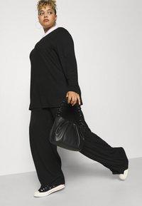 Missguided Plus - WID LEG TROUSER - Trousers - black - 3