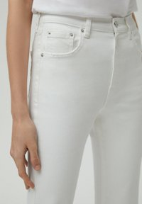 PULL&BEAR - Jeans a zampa - white - 3