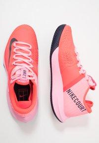 Nike Performance - AIR ZOOM CLAY - Tenisové boty na antuku - laser crimson/blackened blue/pink - 1