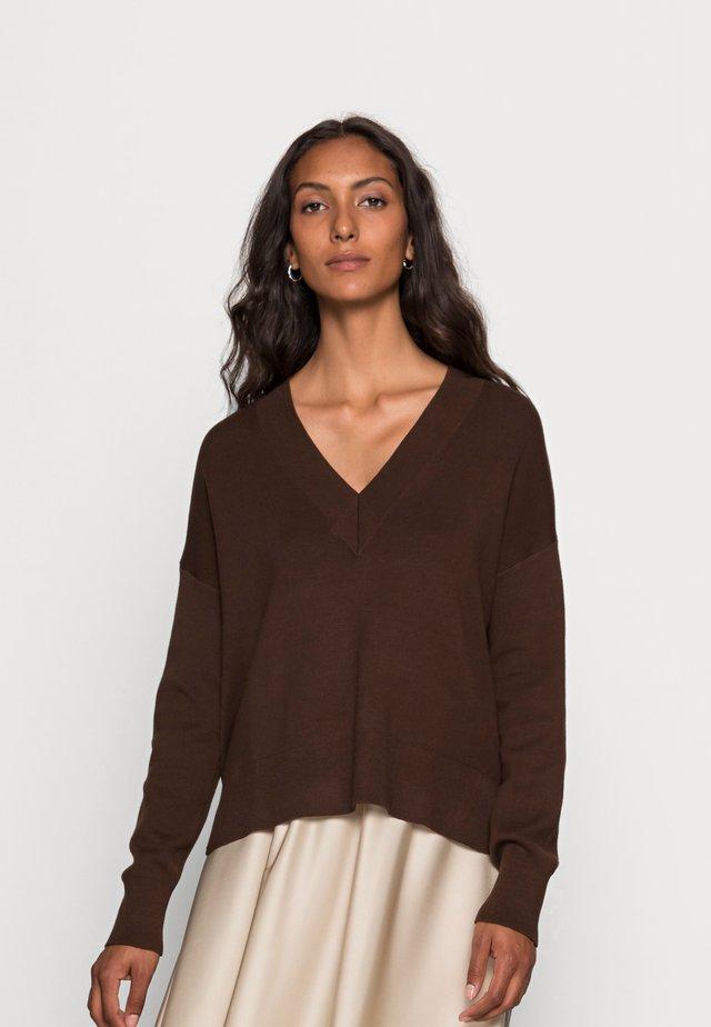 TENLEY V-NECK - Jumper - coffee brown