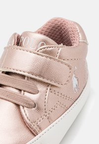 Polo Ralph Lauren - THERON LAYETTE - Babyschoenen - rose metallic/paperwhite - 5