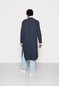 esmé studios - LONG LOOSE QUILT COAT - Classic coat - dark sapphire - 2