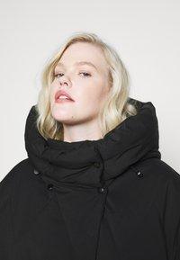Vero Moda Curve - VMPUFFY LONG JACKET - Down coat - black - 7