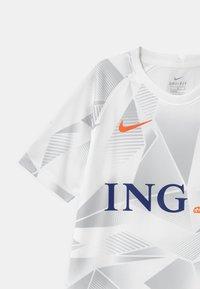 Nike Performance - NIEDERLANDE UNISEX - National team wear - white/safety orange - 3