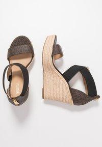 MICHAEL Michael Kors - PRUE WEDGE - Sandalen met hoge hak - brown - 3