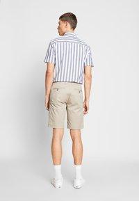 Bugatti - Shorts - sand - 2