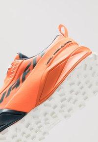 Dynafit - ULTRA 100 - Trail hardloopschoenen - shocking orange/orion blue - 5