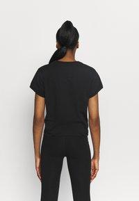 DKNY - EXPLODED LOGO BOXY TEE - Print T-shirt - black - 2