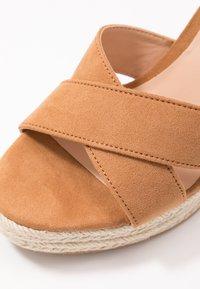 Even&Odd Wide Fit - Korolliset sandaalit - cognac - 2