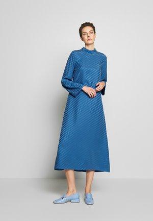 VANESSA  DRESS - Denní šaty - sapphire