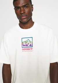 adidas Originals - SPORTS INSPIRED LOOSE SHORT SLEEVE TEE - T-shirts print - off white - 3