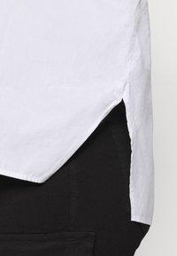 Pieces Curve - PCREMEY  - Button-down blouse - bright white - 5