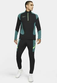 Nike Performance - DRY ACADEMY SUIT - Survêtement - black/black/green strike/green strike - 0